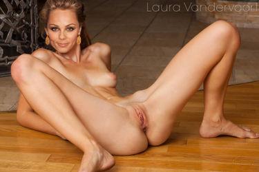 Porn laura vandervoort Laura Vandervoort